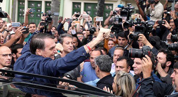 El ultraderechista Bolsonaro se comprometió a privatizar o cerrar empresas estatales y a reducir el tamaño de Estado/Reuters