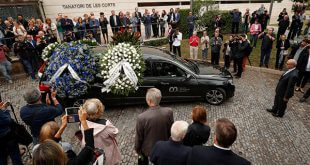 """En el funeral, el tenor José Carreras sobre Montserrat Caballé dijo que se trató de """"una artista excepcional, una mujer entrañable""""/Reuters"""