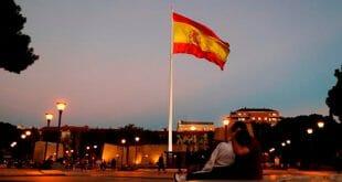 La bandera española ondea en el centro de Madrid. 27 de octubre de 2017. Reuters / Paul Hanna