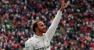 Lewis Hamilton celebra después de ganar su quinto campeonato mundial de la Fórmula Uno a pesar de finalizar en el cuarto lugar del Gran Premio de México, en el Autódromo Hermanos Rodríguez, Ciudad de México, México, 28 de octubre de 2018. REUTERS/Henry Romero