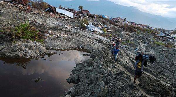 Este jueves 11 finalizará la búsqueda de víctimas del terremoto y tsunami de Indonesia/Reuters