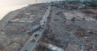 A Indonesia comenzó a llegar ayuda internacional con lentitud. El jefe de la Fuerza Aérea, Yuyu Sutisna, sostuvo que está previsto que en total 20 aviones de 11 países lleven ayuda y regresen con supervivientes a bordo/Reuters
