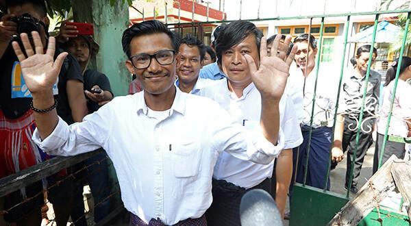 La acusación de desinformar que pesa sobre los tres periodistas birmanos podría condenarles a dos años de cárcel/Reuters