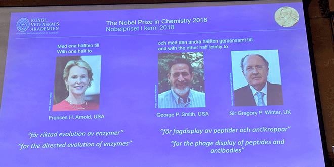 En la imagen, los ganadores del Premio Nobel de Química 2018 en una pantalla en Estocolmo, Suecia, 3 de octubre de 2018. Jonas Ekstromer/TT News Agency/via REUTERS