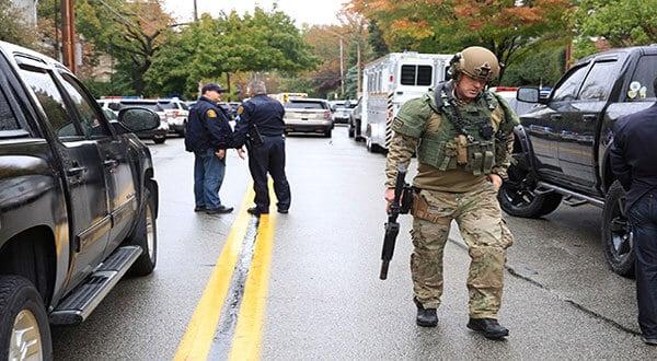 Robert Bowers, quien entró en la sinagoga con un rifle y tres pistolas, cruzó disparos con cuatro agentes de seguridad. /REUTERS