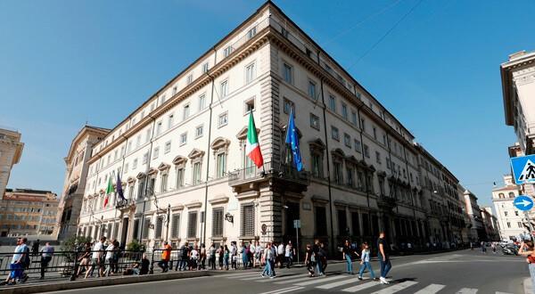 El Palacio Chigi en una reunión del gabinete en Roma. REUTERS/Remo Casilli