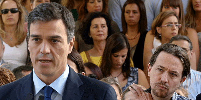 El ahora presidente del Gobierno del PSOE, Pedro Sánchez y el secretario general de Podemos, Pablo Iglesias durante un acto en el Parlamento español el 15 de julio de 2016. REUTERS/Andrea Comas