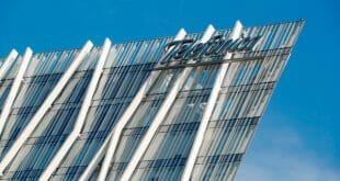 El logo de Telefónica en un edificio de la empresa en Barcelona, el 22 de octubre de 2018. REUTERS/Albert Gea