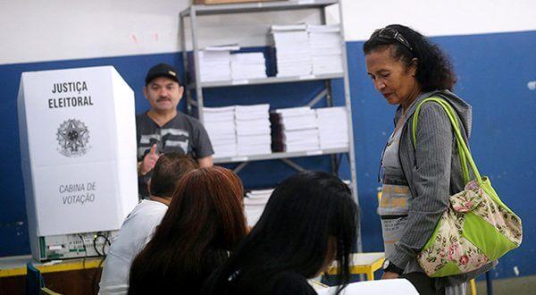 147 millones de brasileños están inscritos en un proceso electoral con 13 candidatos, pero solo dos con posibilidades/Reuters