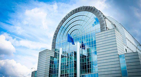 El Parlamento Europeo deberá negociar con los 28 estados miembros para aplicar nuevas políticas en el sector automotriz