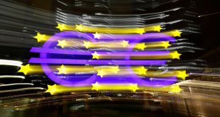 El logo del euro delante de la antigua sede del Banco Cental Europeo (BCE) en Fráncfort, Alemania, el 20 de noviembe de 2017. REUTERS/Kai Pfaffenbach
