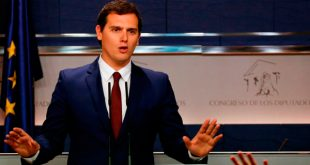 Albert Rivera, líder de Ciudadanos, afirma que continuará presionando al Gobierno para que fije una posición. REUTERS