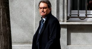El expresidente de la Generalitat de Cataluña Artur Mas es condenado a pagar 4,9 millones de euros por consulta del 9-N/Reuters