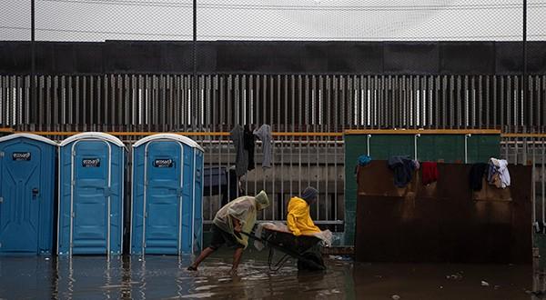 Con el fin de evitar se repitan represiones policiales, algunos de los migrantes en Tijuana (México) comenzaron huelga de hambre de tres días/Reuters