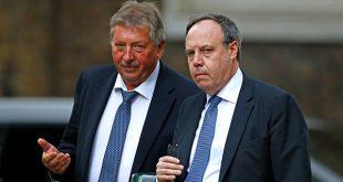 El partido norirlandés DUP acorrala a Theresa May. En la imagen de archivo, Nigel Dodds, el líder del partido en Westminster, y Sammy Wilson, el portavoz del partido para el Brexit, llegan al 10 de Downing Street en Londres. Reuters/Henry Nicholls