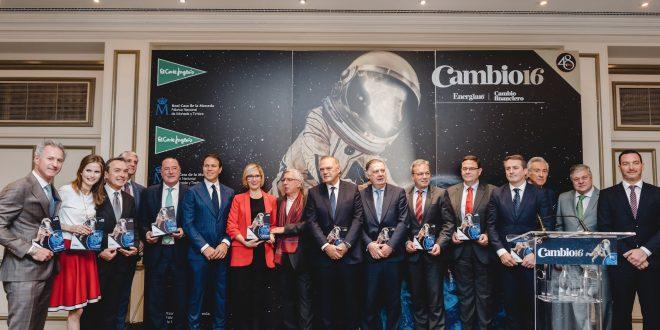 Foto de familia de los galardonados en los Premios Cambio16