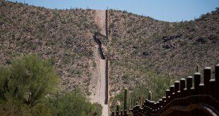 Caravanas de migrantes centroamericanos elevan la tensión en la ciudad de Tijuana, fronteriza con el estado de California (Estados Unidos)/Reuters