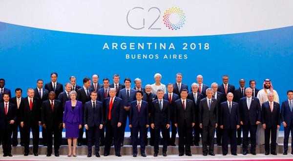 """Líderes del G20 posando para la foto de """"familia"""" de la Cumbre que se celebra en Buenos Aires. REUTERS/Andrés Martínez Casares"""