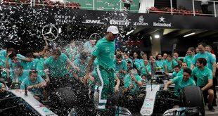 Británico Lewis Hamilton ganó el GP de Brasil y Mercedes es campeón, en una carrera donde Max Verstappen agredió físicamente a Esteban Ocon/Reuters