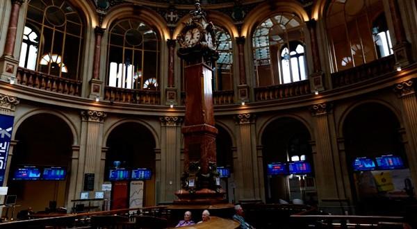 En la imagen, el interior de la Bolsa de Madrid, el 30 de junio de 2015. REUTERS/Susana Vera