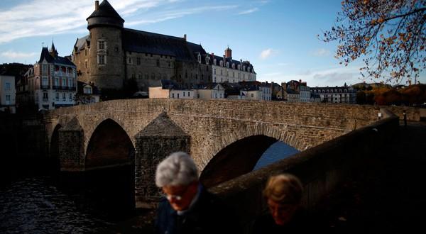 """Macron trata de poner remedio a los """"desiertos sanitarios"""" de la Francia rural"""