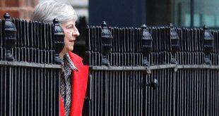 Theresa May y la CIB: salida desordenada del Reino Unido de la Unión Europea sería demoledor para la economía británica/Reuters