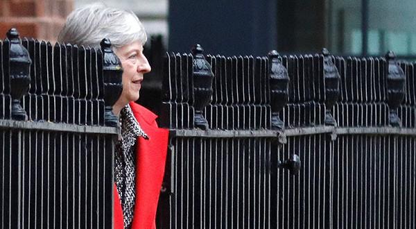 Theresa May y la CIB: salida desordenada de la UE sería demoledor