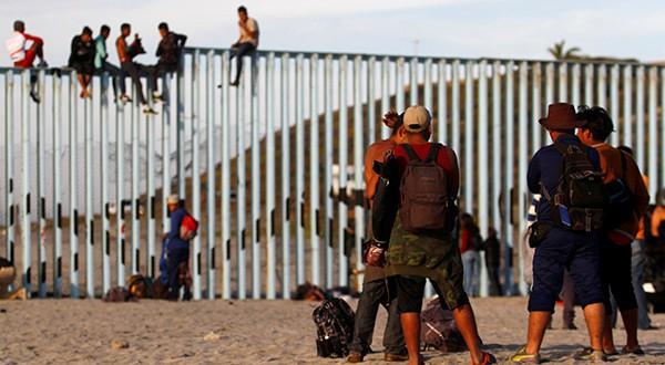 "Residentes a migrantes centroamericanos les gritaban en la ciudad fronteriza de Tijuana: ""lárguense de aquí, no los queremos""/Reuters"