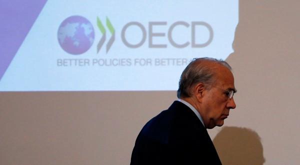 En la imagen de archivo, el secretario general de la OCDE, José Ángel Gurria, en una conferencia de prensa en Tokio. REUTERS/Toru Hanai