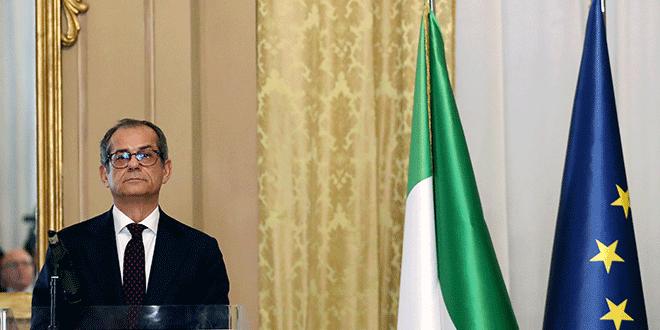 El ministro italiano de Economía Giovanni Tria antes de una rueda de prensa en el Ministerio de Hacienda en Roma, Italia, 9 de noviembre de 2018. REUTERS/Alessandro Bianchi