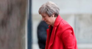 La primera ministra británica Theresa May regresa a Downing Street en Londres, Reino Unido, 12 de noviembre de 2018. REUTERS/Simon Dawson