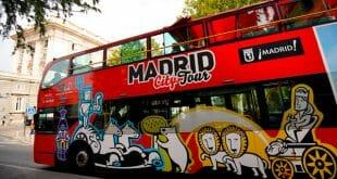 Un autobús turístico madrileño a las afueras del Palacio Real el 3 de septiembre de 2018. REUTERS/Juan Medina