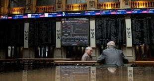 El selectivo era impulsado por un repunte de la libra esterlina y el anuncio de nuevas medidas económicas en China