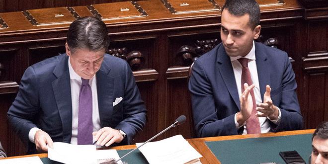 El presidente del Consejo de Ministros, Giuseppe Conte; y el viceprimer ministro italiano, Luigi Di Maio, ante la Cámara de Italia.