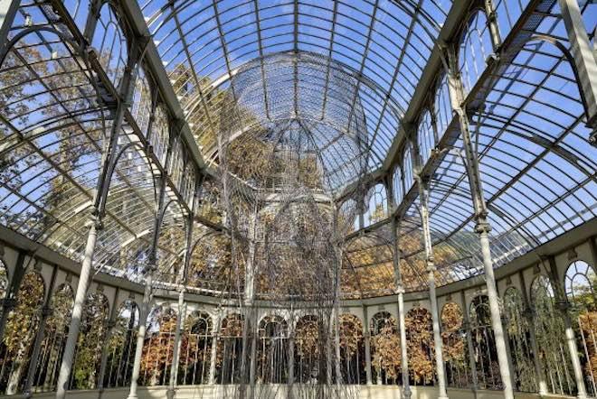 Instalación del artista Jaume Plensa en el Palacio de Cristal de Madrid. Foto: Joaquín Cortés  /  Román Lores.