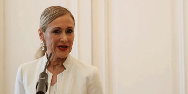 En la imagen de archivo, la expresidenta regional madrileña Cristina Cifuentes durante una comparecencia para anunciar su dimisión, en Madrid. REUTERS/Susana Vera