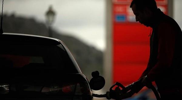 Gobierno plantea prohibir venta de automóviles de combustión interna para 2040