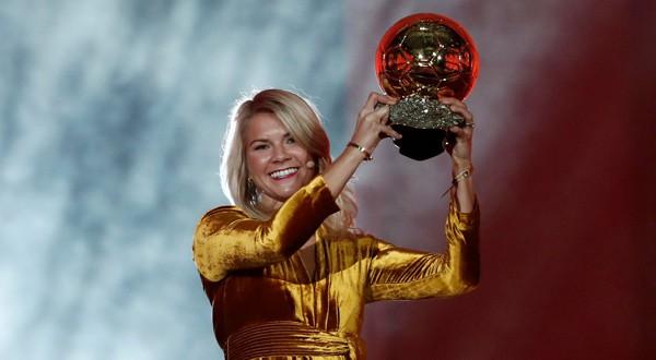 Ada Hegerberg, primera jugadora en recibir el Balón de Oro femenino