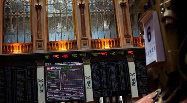 En la imagen de archivo, el interior de la Bolsa de Madrid, 6 de agosto de 2012. REUTERS/Susana Vera