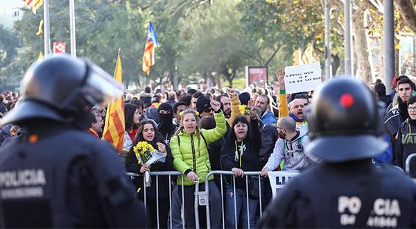 Gobierno español pide tender puentes y renovar consensos en Cataluña/Reuters
