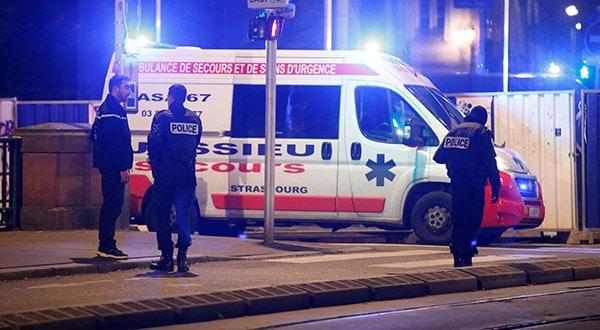 La policía asegura una calle y sus alrededores después de un tiroteo en Estrasburgo, Francia. 11 de diciembre de 2018. REUTERS/Vincent Kessler
