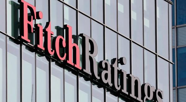 En la imagen, el logo de Fitch Ratings en sus oficinas del distrito financiero de Canary Wharf, en Londres. REUTERS/Reinhard Krause