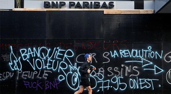 Violencia en París lleva a considerar imposición de estado de emergencia, segín el portavoz del Gobierno de Francia, Benjamin Griveaux/Reuters