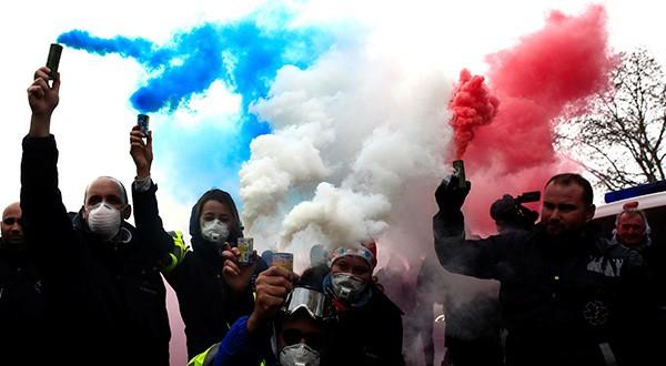 Macron anunció suspensión del aumento de los impuestos a los combustibles, luego de las protestas de las tres últimas semanas en Francia/Reuters