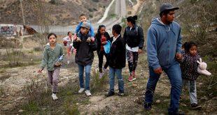 """Familia de migrantes en Tijuana: """"Si nos deportan somos comida fácil"""". La violencia es una razón de los centroamericanos para dejar sus países/Reuters"""