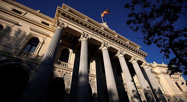 Bolsa española a la baja y tocó nuevos mínimos, mientras fabricante de trenes CAF subió 2% tras anunciar extensión de contrato de suministro en Holanda/Reuters