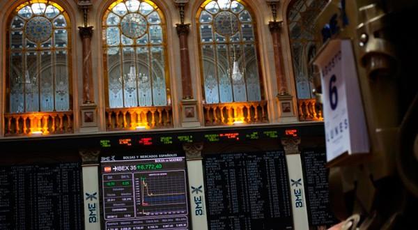 En la imagen de archivo, el interior de la Bolsa de Madrid, el 6 de agosto de 2012. REUTERS/Susana Vera