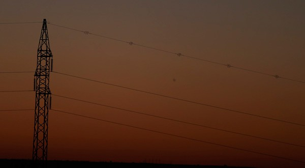 En la imagen de archivo, una torre y cables de alta tensión en Aranda del Duero, Burgos, España. REUTERS/Sergio Perez