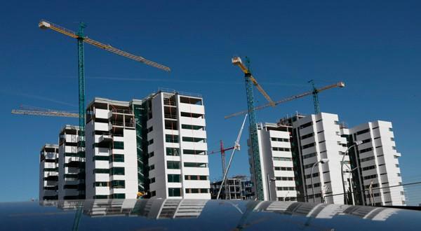 En esta imagen de archivo, obras de construcción de un bloque de pisos en Madrid el 24 de septiembre de 2018. REUTERS/Susana Vera
