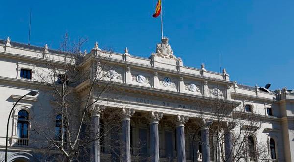 En la imagen de archivo, la fachada de la Bolsa de Madrid. REUTERS/Paul Hanna